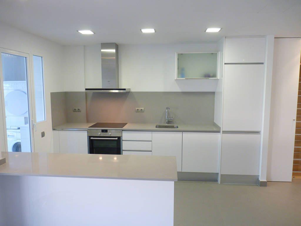 Proyecto y reforma integral de vivienda castell n zona - Barra americana cocina ...