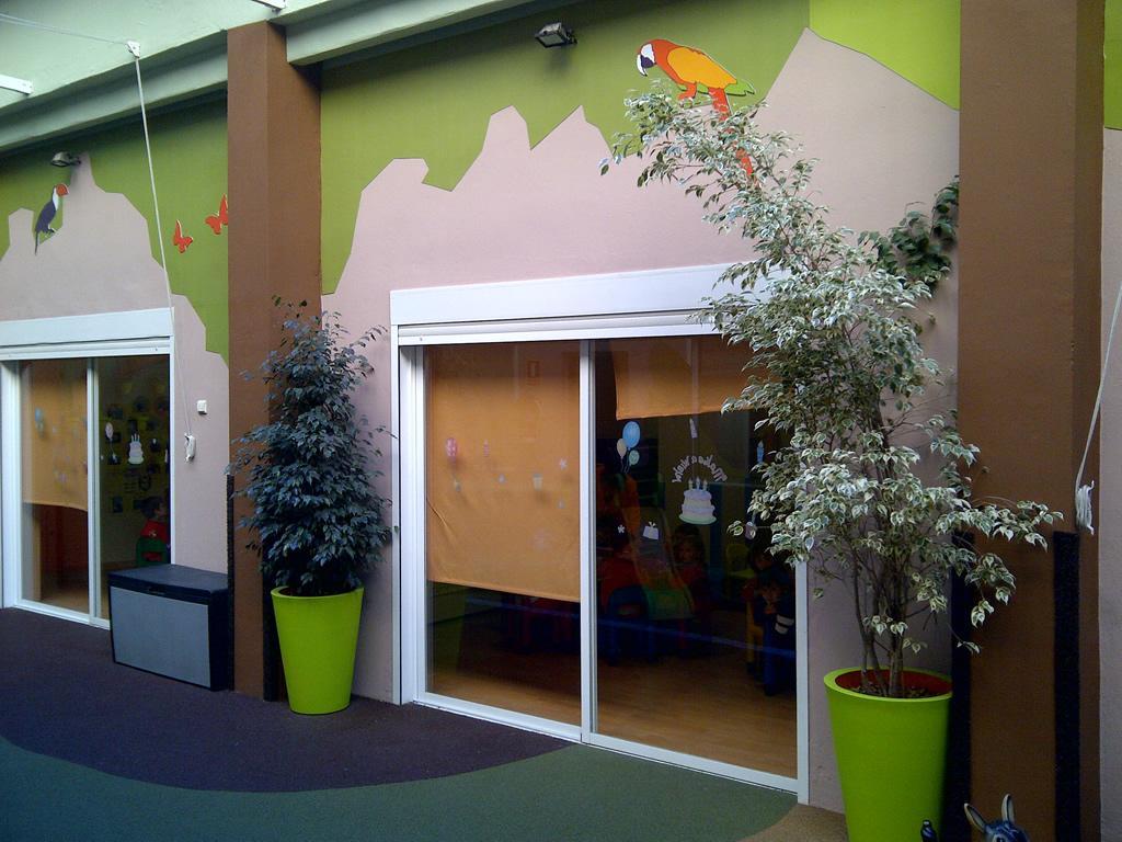Reforma patio exterior en escuela infantil hamelin valencia - Paredes lacadas ...