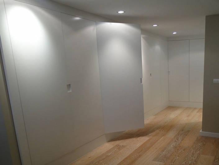 detalle uñero puerta abatible-armario lacado