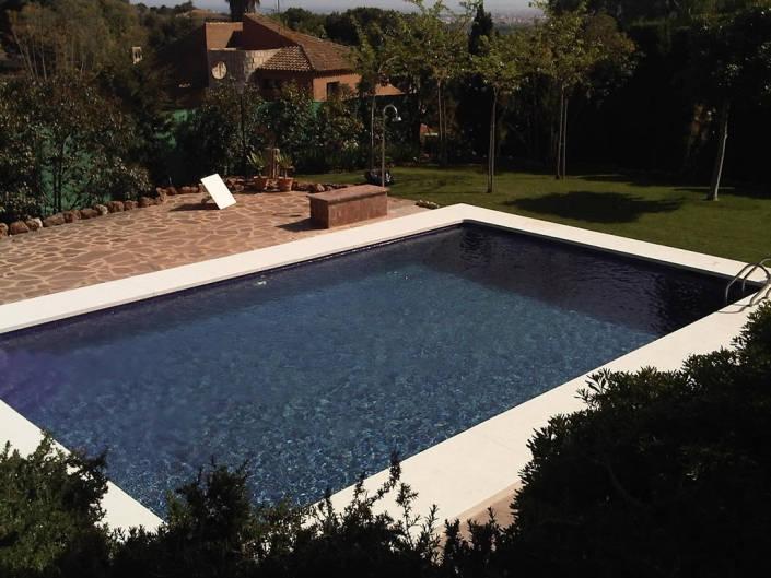 piedra coronacion piscina
