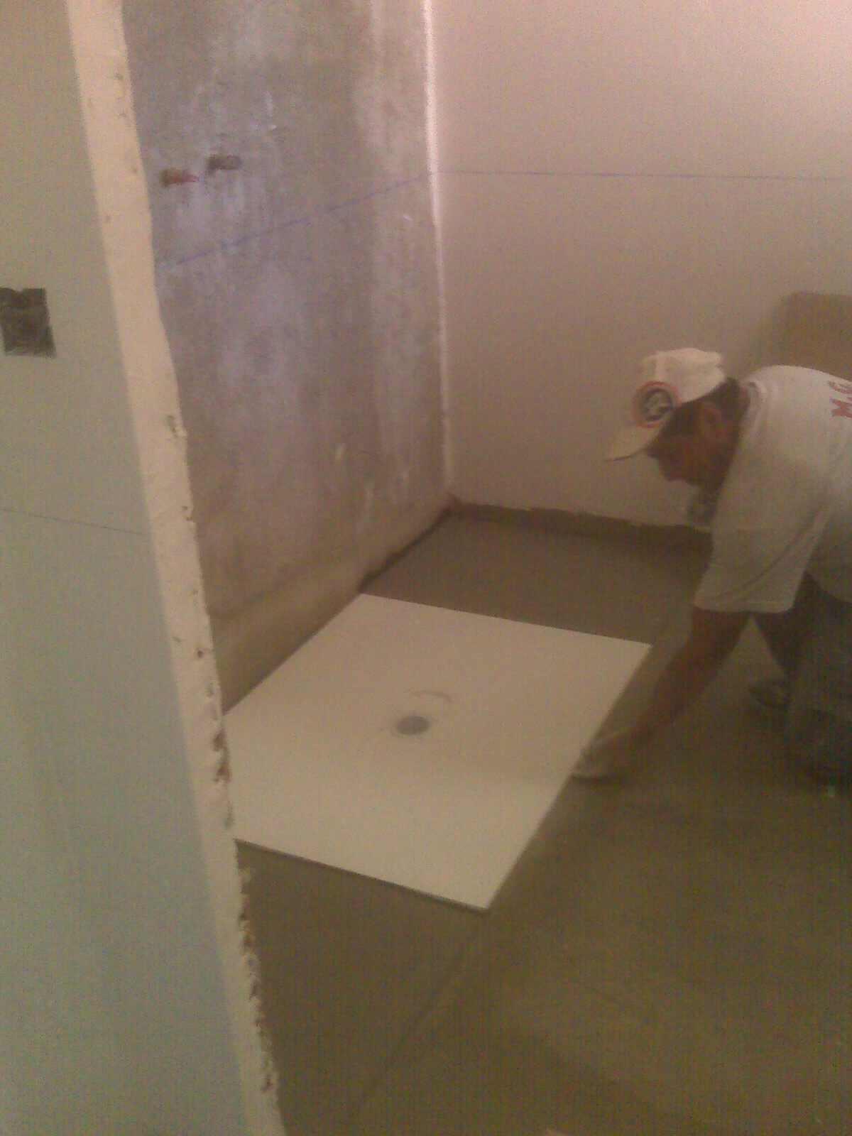Como hacer una ducha de obra espacios y proyectos - Como montar mampara de ducha ...
