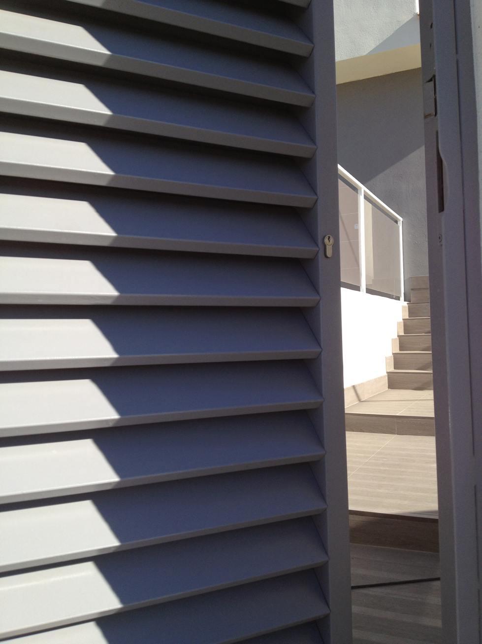 Puertas metalicas exterior jardin affordable de hierro for Puertas para patio exterior