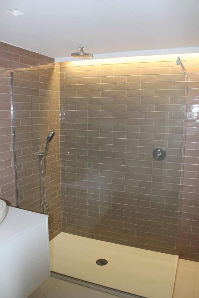 Reforma de vivienda en mislata for Revestimiento ducha
