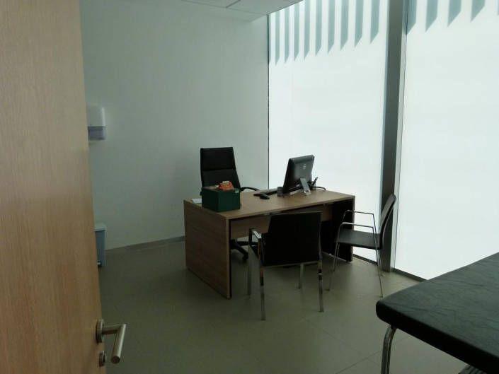 Mobiliario en consulta