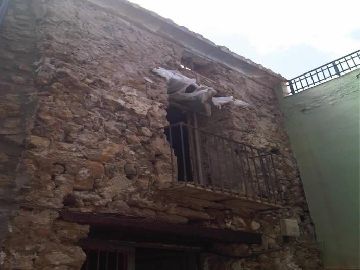 Picado del enfoscado original en fachada