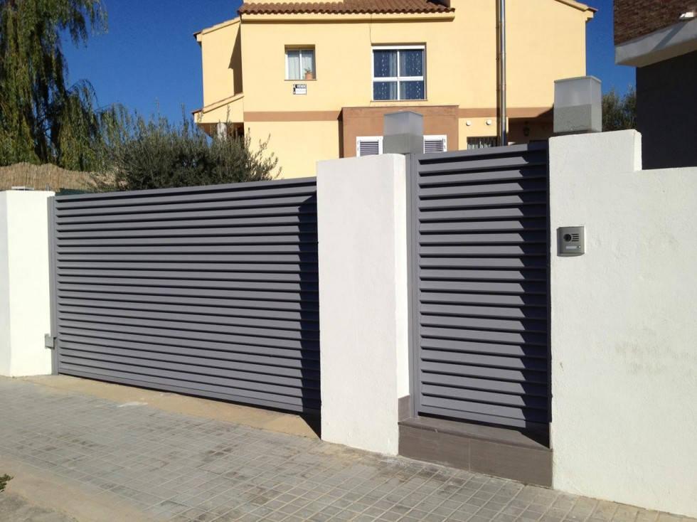 Reforma de jard n en chalet de montesano san antonio de - Puertas metalicas jardin ...