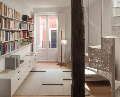 vivienda_escalera_madera_exterior
